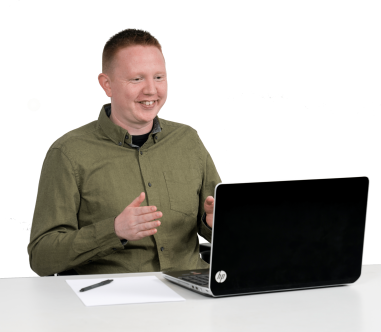 Danny Greeves smiling doing online coaching